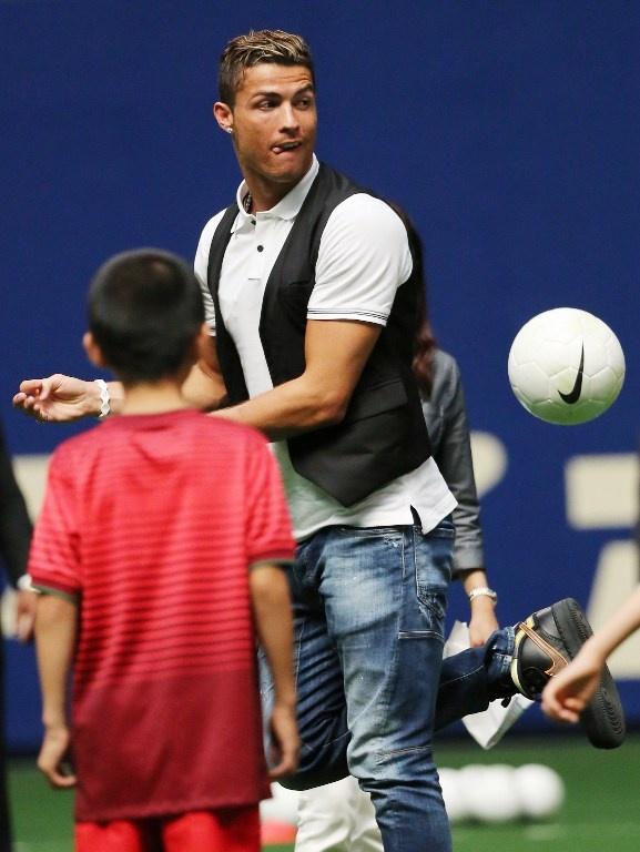 Ronaldo lam chu tich tap doan cao cap o Nhat hinh anh 14