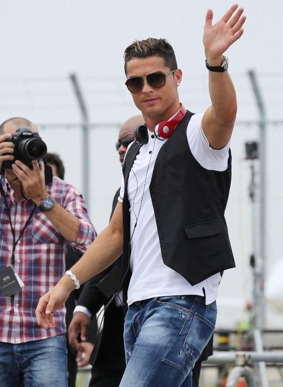Ronaldo lam chu tich tap doan cao cap o Nhat hinh anh 16