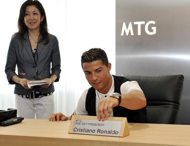 Ronaldo lam chu tich tap doan cao cap o Nhat hinh anh 1