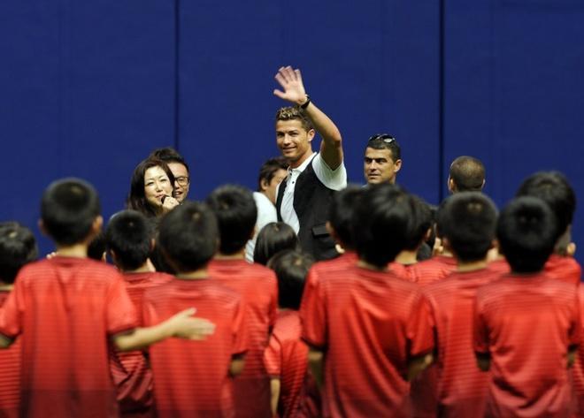Ronaldo lam chu tich tap doan cao cap o Nhat hinh anh 12