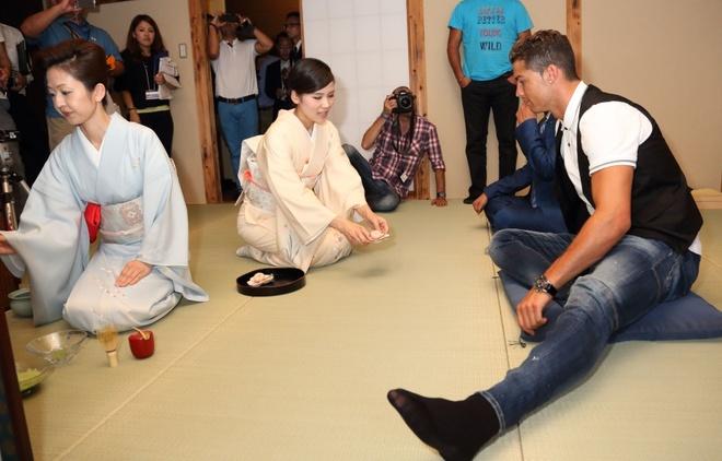 Ronaldo lam chu tich tap doan cao cap o Nhat hinh anh 7