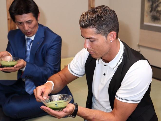 Ronaldo lam chu tich tap doan cao cap o Nhat hinh anh 9