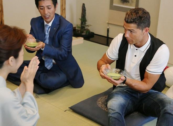 Ronaldo lam chu tich tap doan cao cap o Nhat hinh anh 11