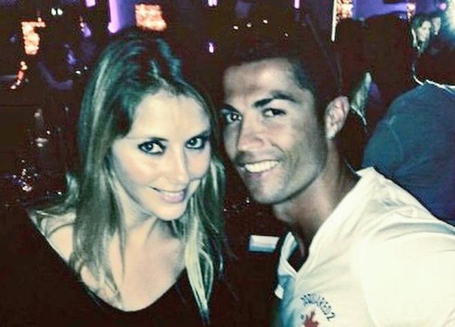 Theo chan sao: Ronaldo vui ve tai hop dem hinh anh
