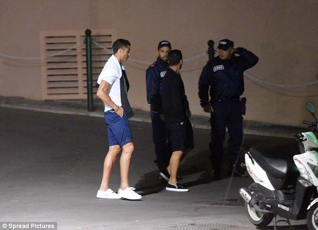 Ronaldo gap rac roi vi lam bay noi cong cong hinh anh 4
