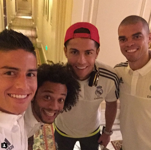 Theo chan sao: Neymar danh bai lam tu thien hinh anh 8