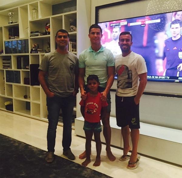 Theo chan sao: Messi do bung 6 mui cung Totti hinh anh 2