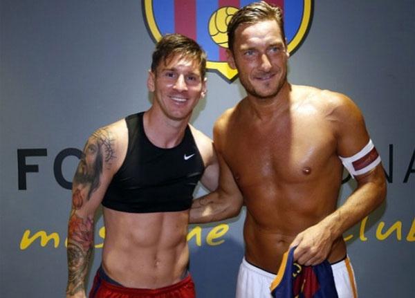 Theo chan sao: Messi do bung 6 mui cung Totti hinh anh