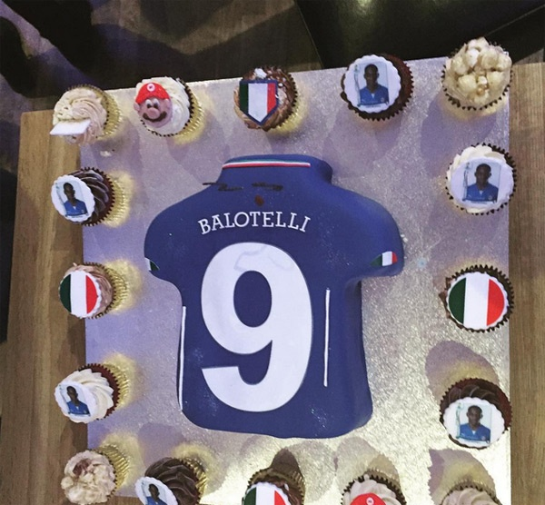 Theo chan sao: Banh sinh nhat doc cua Balotelli hinh anh 7