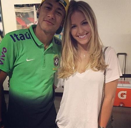 Neymar hen ho em gai tay vot Bouchard hinh anh 2