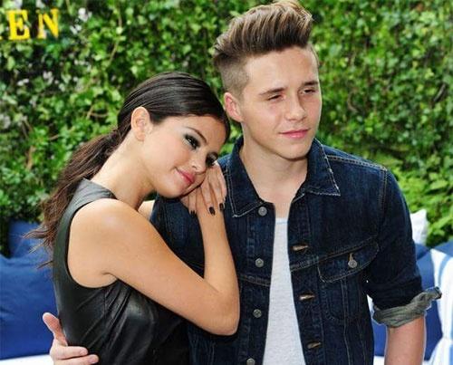 Theo chan sao: Brooklyn Beckham tinh tu ben Selena Gomez hinh anh