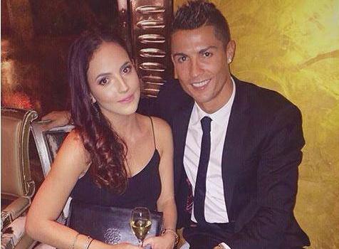Theo chan sao: Ronaldo tinh tu ben bong hong la hinh anh