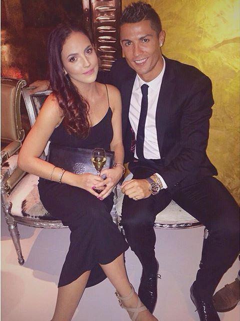 Theo chan sao: Ronaldo tinh tu ben bong hong la hinh anh 1