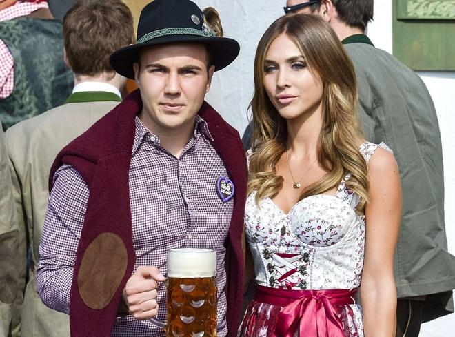Theo chan sao: Dan sao Bayern dan WAGs di du tiec hinh anh