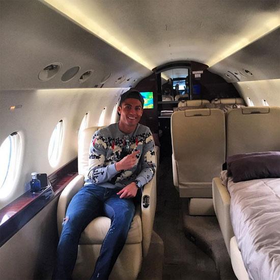 Theo chan sao: Ronaldo di may bay rieng ve Bo Dao Nha hinh anh 1