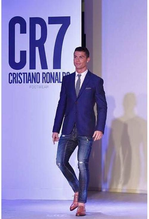 Theo chan sao: Ronaldo di may bay rieng ve Bo Dao Nha hinh anh 2