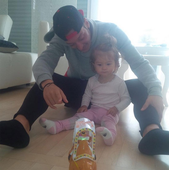Theo chan sao: Ronaldo di may bay rieng ve Bo Dao Nha hinh anh 7