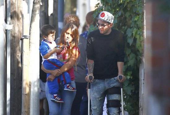 Theo chan sao: Messi chong nang don con hinh anh