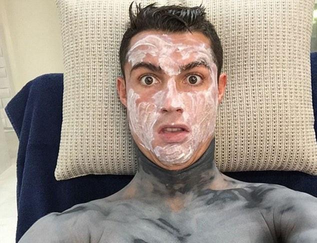 Theo chan sao: Ronaldo cham chut ve ngoai hinh anh