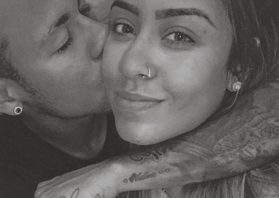 Neymar the hien tinh cam thai qua voi em gai hinh anh