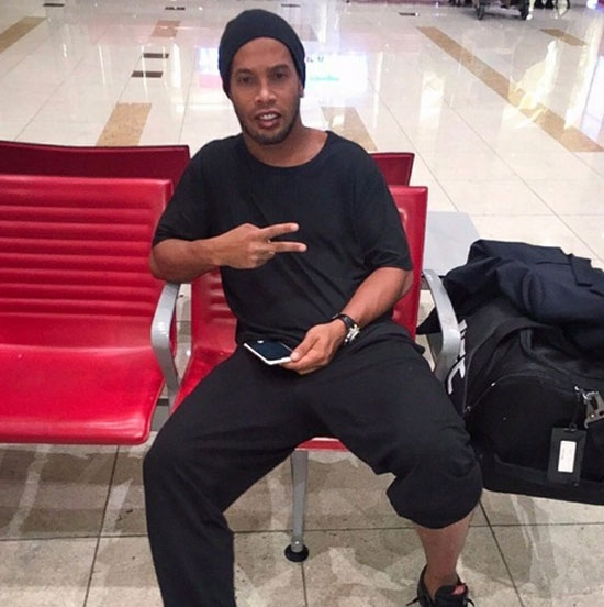 Neymar the hien tinh cam thai qua voi em gai hinh anh 5