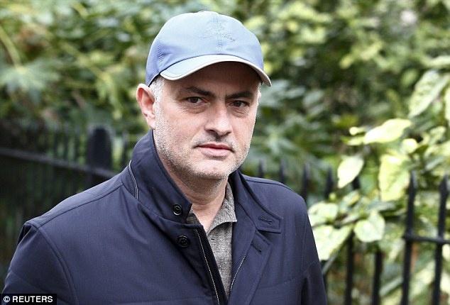 Theo chan sao: Mourinho tat bat lo dam cuoi cho Lampard hinh anh 1