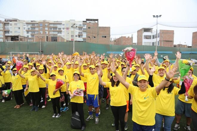 Niềm vui của CEO Bitel đến từ chính những chia sẻ của nhân viên người Peru.   Ảnh: NVCC.