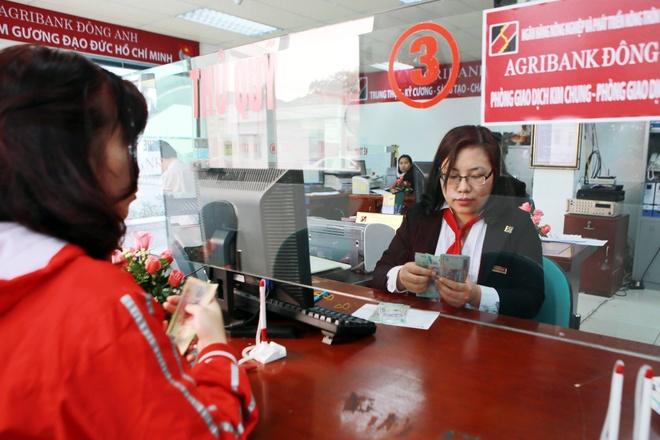 Tong giam doc Agribank: 'Chung toi khong lam trai quy dinh' hinh anh 2 Thực chất, nhiều ngân hàng khác cũng có chính sách tương tự Agribank.  Ảnh minh họa: Hồ Như.