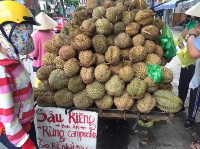 Sau rieng rung Campuchia rao 10.000 dong nhung ban toi 60.000 dong/kg hinh anh 1