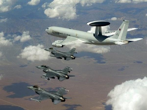 May bay NATO tap tran chung lan dau tien tai Iceland hinh anh