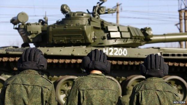 Nga cao buoc 25 nguoi Ukraina am muu khung bo hinh anh 1