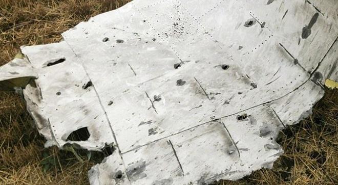 Ukraina tuyen bo nguyen nhan MH17 roi hinh anh 1 Một mảnh vỡ của MH17 ở miền đông Ukraina. Ảnh: New York Times