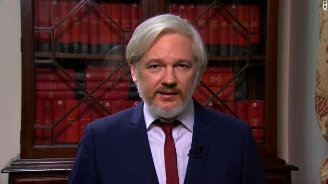 Chu Wikileaks tinh roi dai su quan Ecuador o Anh sau 2 nam hinh anh