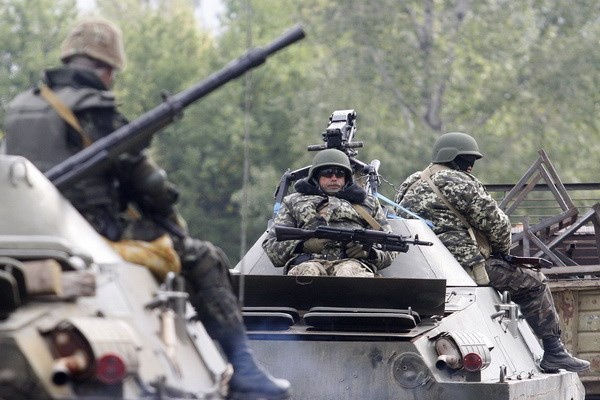 Chinh quyen Ukraine va phe ly khai lap vung phi quan su hinh anh