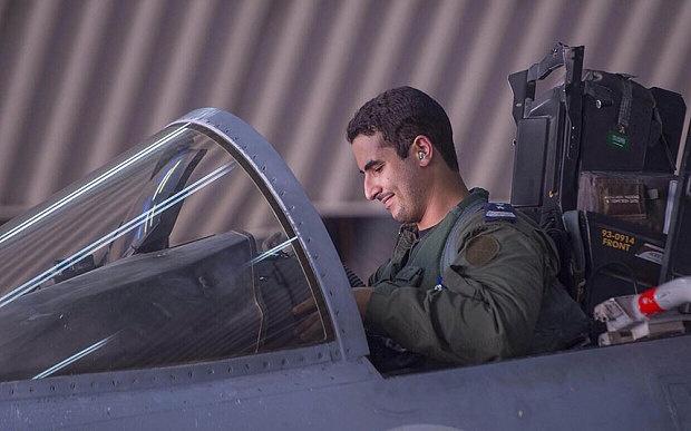 Hoang tu Arab lai F-15 doi bom phien quan Hoi giao IS hinh anh