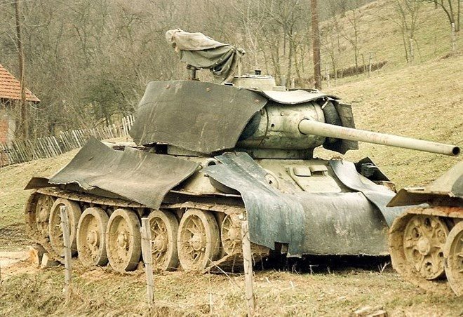 Xe tang T-34: 80 nam van chay tot hinh anh