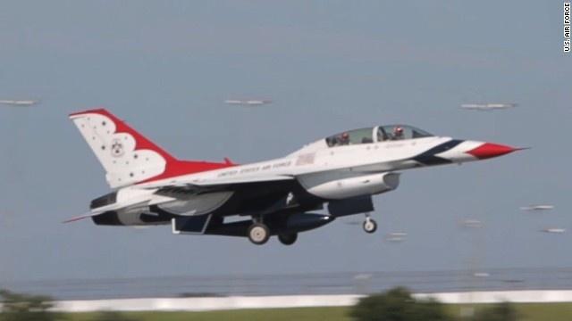 Bay cung phan luc chien dau F-16 hinh anh