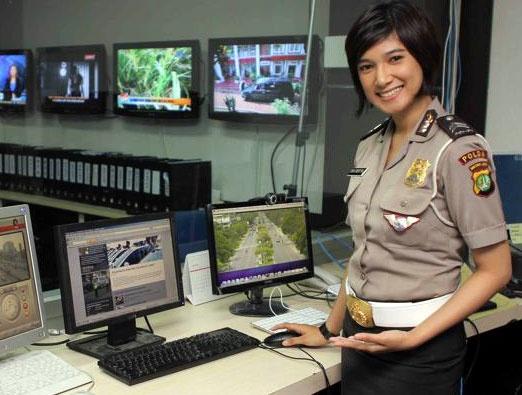 Vi sao Indonesia kiem tra trinh tiet nu canh sat? hinh anh