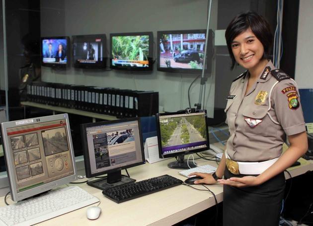 Vi sao Indonesia kiem tra trinh tiet nu canh sat? hinh anh 1