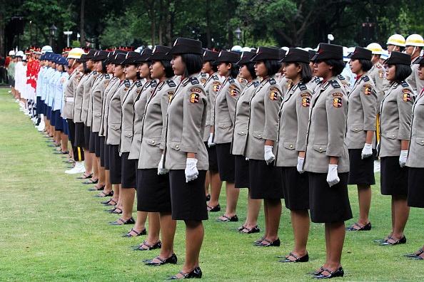 Vi sao Indonesia kiem tra trinh tiet nu canh sat? hinh anh 2