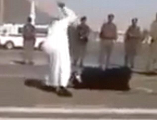Saudi Arabia lien tiep chat dau 4 toi pham hinh anh