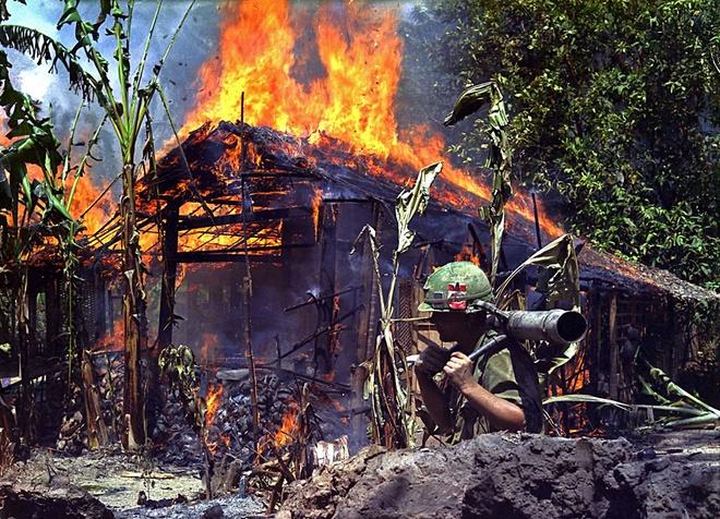 Chien tranh Viet Nam khoc liet qua nhung buc anh khoi lua hinh anh