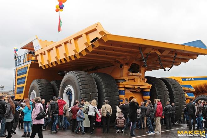 Xe ben mỏ siêu khổng lồ Belaz 1