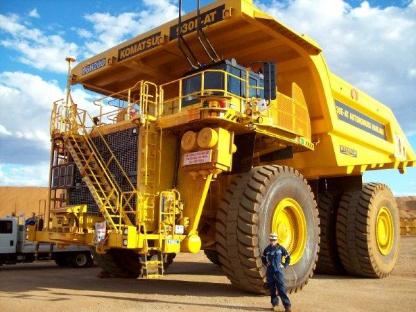 Xe ben mỏ siêu lớn