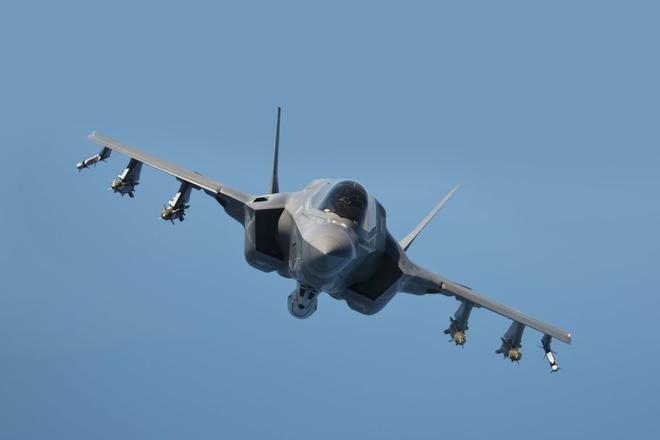 Day chuyen phun son tang hinh cho chien dau co F-35 hinh anh 7