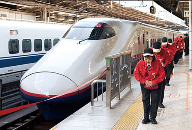 7 phut than ky tren tau dien ngam o Tokyo hinh anh