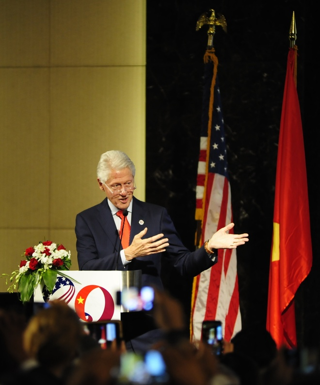 Bill Clinton: 'Viet - My hay nam lay tay nhau' hinh anh 2
