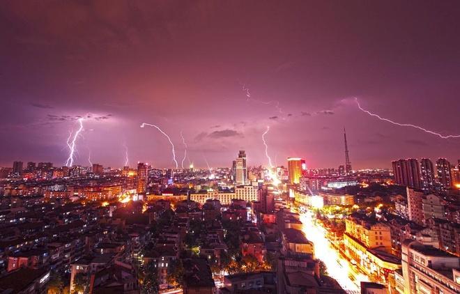Set tren bau troi Ha Noi vao bo anh dep cua Reuters hinh anh 4  Sét trên bầu trời Hà Nội vào bộ ảnh đẹp của Reuters