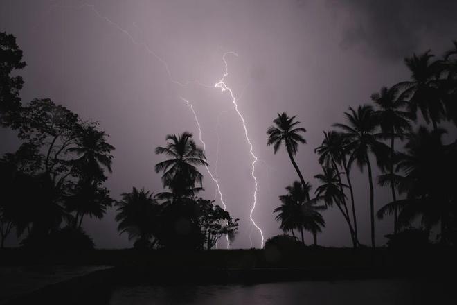 Set tren bau troi Ha Noi vao bo anh dep cua Reuters hinh anh 6  Sét trên bầu trời Hà Nội vào bộ ảnh đẹp của Reuters