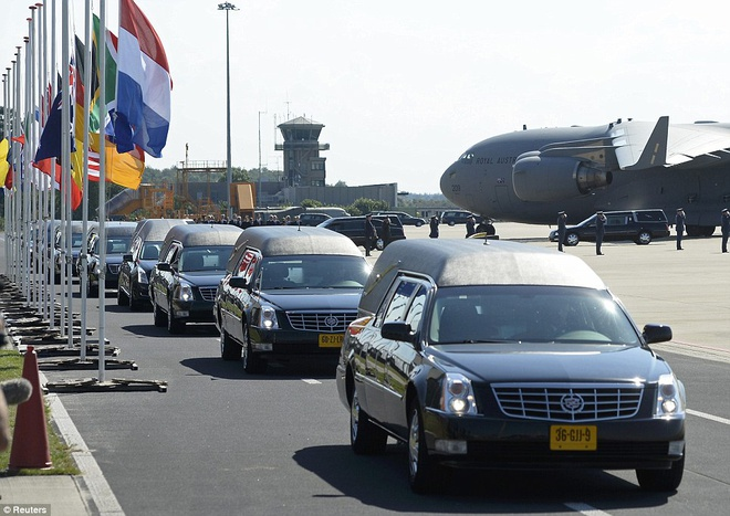 Duong ve dam nuoc mat cua 298 nan nhan tham kich MH17 hinh anh